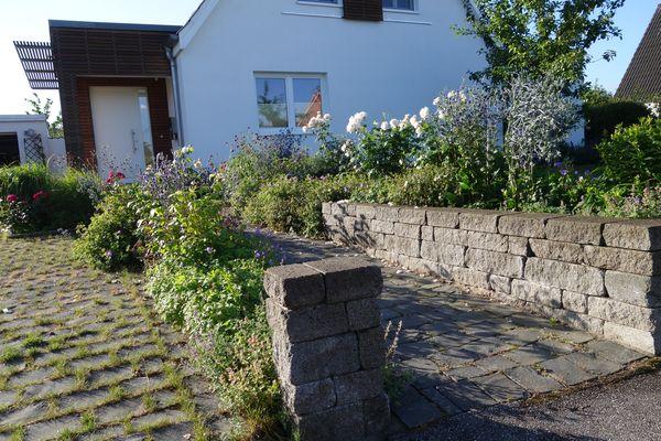 Vorgarten- lebendig und blütenreich, Photo: H. Gamradt